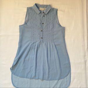 3/20$ sleeveless blue button up blouse